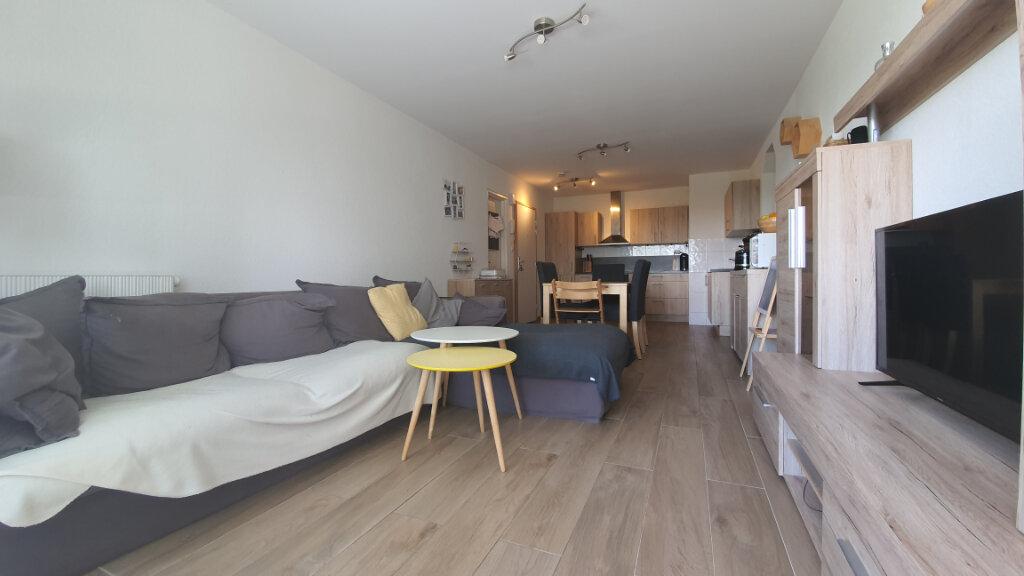 Appartement à vendre 4 76.6m2 à Saint-Genis-Pouilly vignette-1
