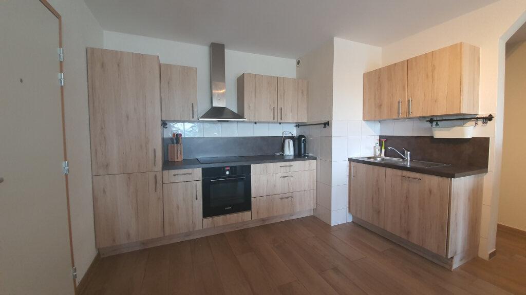 Appartement à vendre 4 76.6m2 à Saint-Genis-Pouilly vignette-2