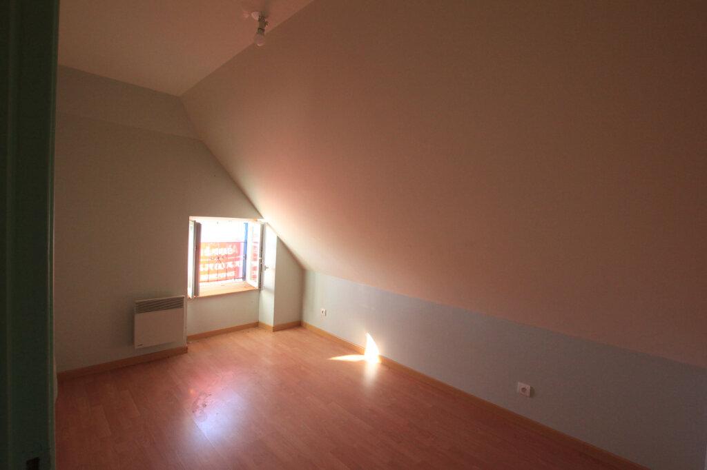 Appartement à louer 3 45m2 à Ruynes-en-Margeride vignette-3