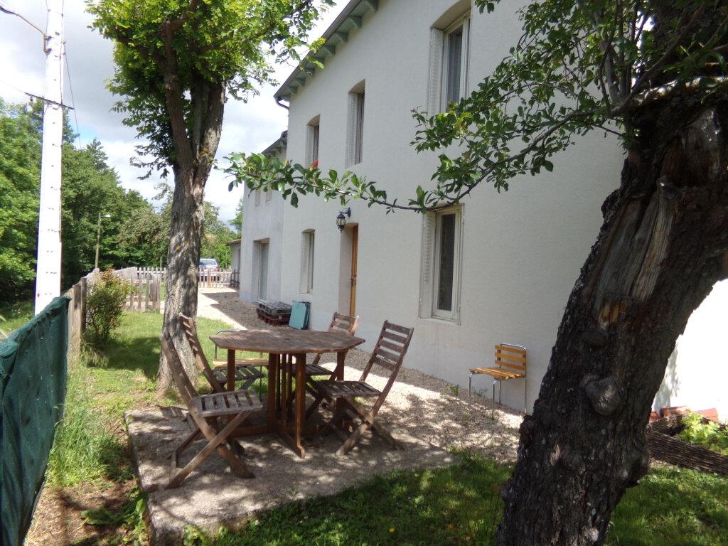 Maison à louer 5 132.2m2 à Saint-Flour vignette-1