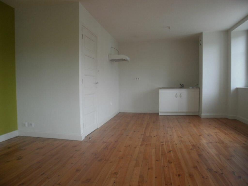 Appartement à louer 2 44m2 à Neussargues-Moissac vignette-1