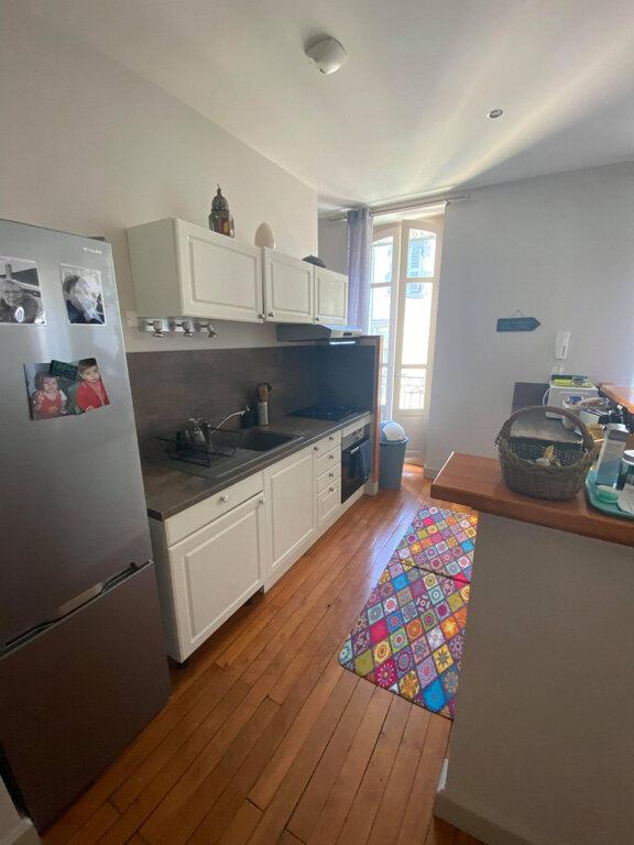 Appartement à louer 4 94m2 à Saint-Flour vignette-2