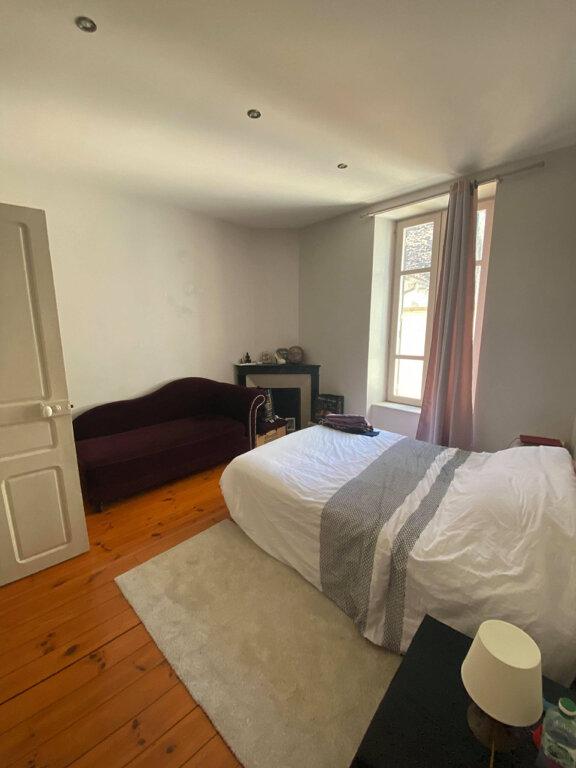 Appartement à louer 4 94m2 à Saint-Flour vignette-3