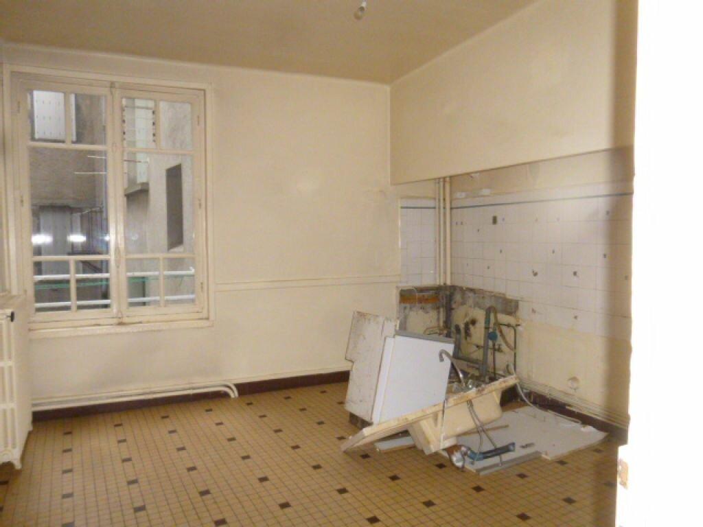 Appartement à vendre 4 82m2 à Saint-Flour vignette-3