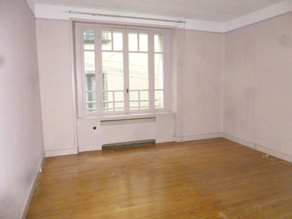 Appartement à vendre 4 82m2 à Saint-Flour vignette-4