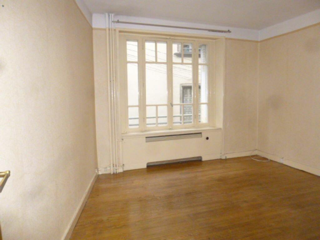 Appartement à vendre 4 82m2 à Saint-Flour vignette-5