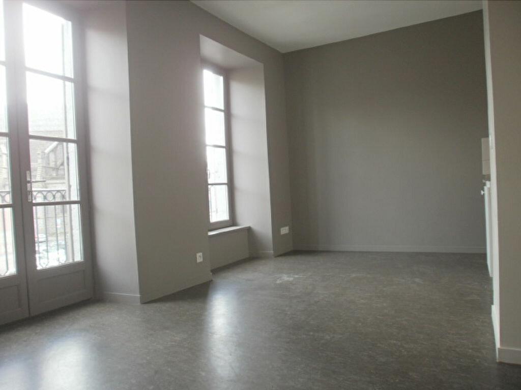 Appartement à louer 2 42.5m2 à Saint-Flour vignette-1