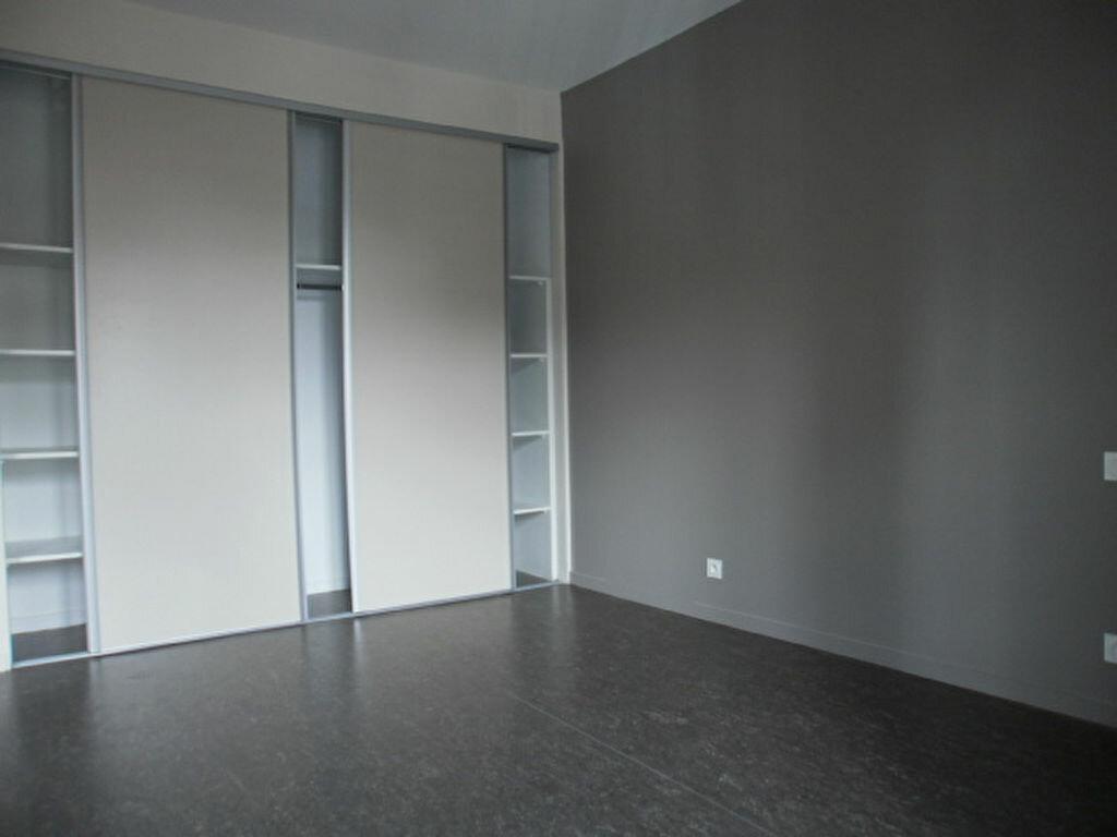 Appartement à louer 2 42.5m2 à Saint-Flour vignette-3
