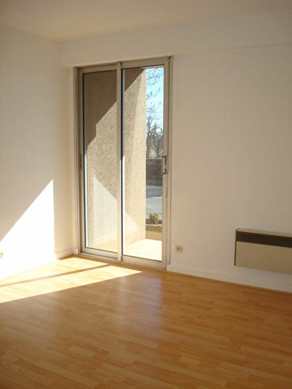 Appartement à vendre 2 55.76m2 à Saint-Flour vignette-3