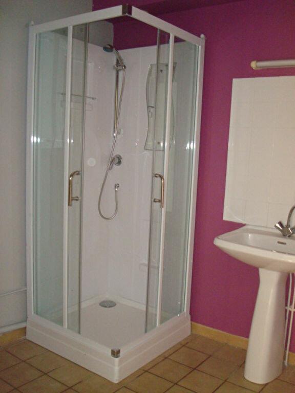 Appartement à vendre 2 55.76m2 à Saint-Flour vignette-4