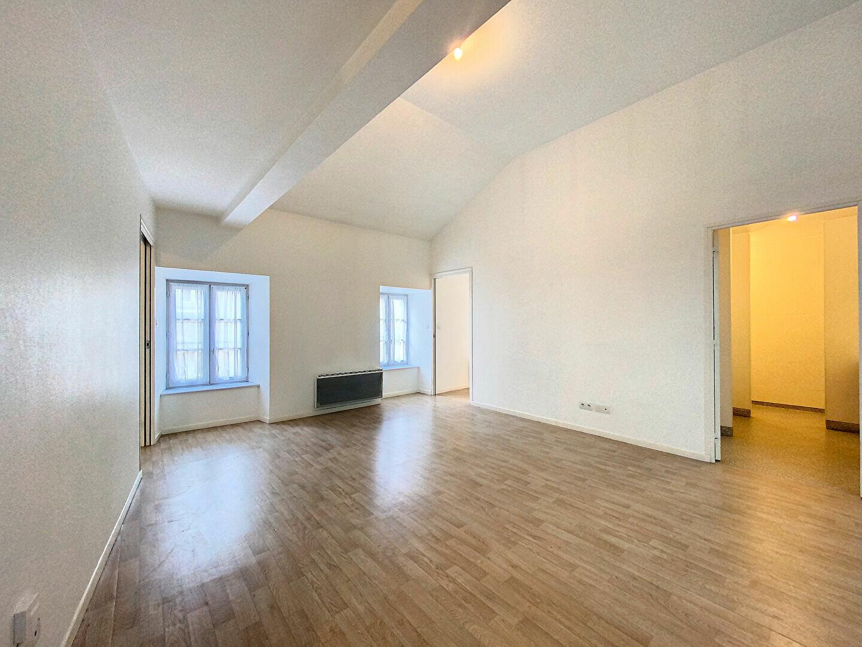 Appartement à louer 3 69m2 à Saint-Flour vignette-1
