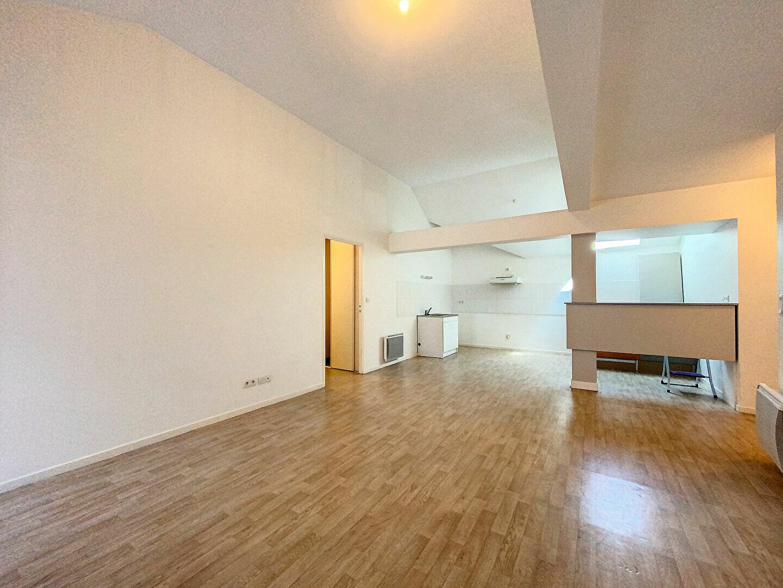 Appartement à louer 3 69m2 à Saint-Flour vignette-2