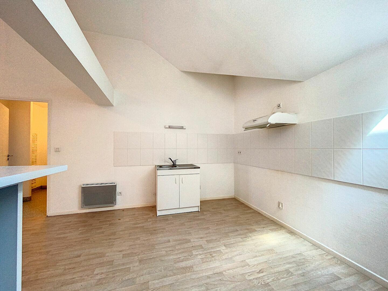 Appartement à louer 3 69m2 à Saint-Flour vignette-3