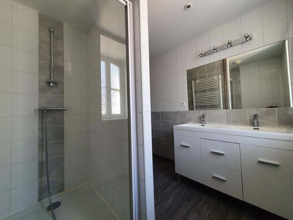 Appartement à louer 4 95.4m2 à Saint-Flour vignette-2