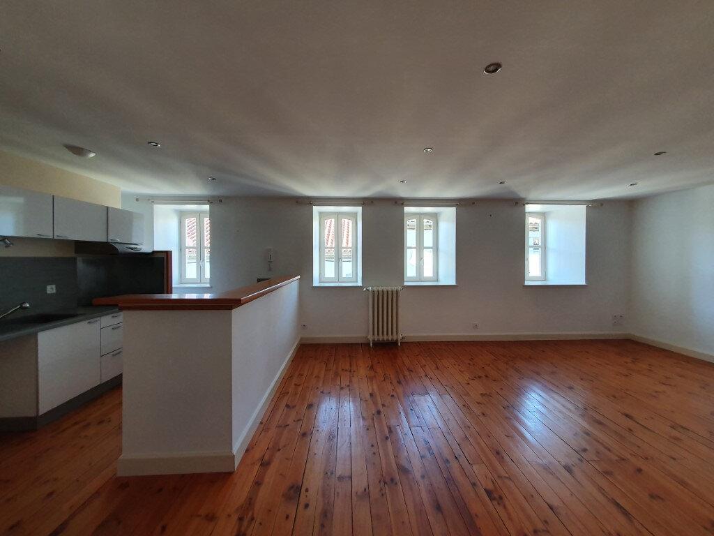 Appartement à louer 4 95.4m2 à Saint-Flour vignette-4
