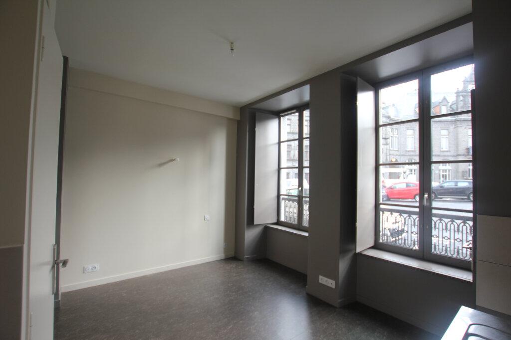 Appartement à louer 1 24m2 à Saint-Flour vignette-3