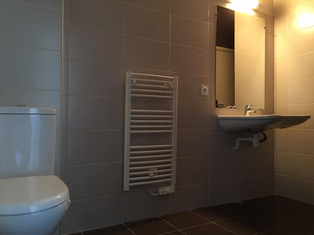 Appartement à louer 1 24m2 à Saint-Flour vignette-5