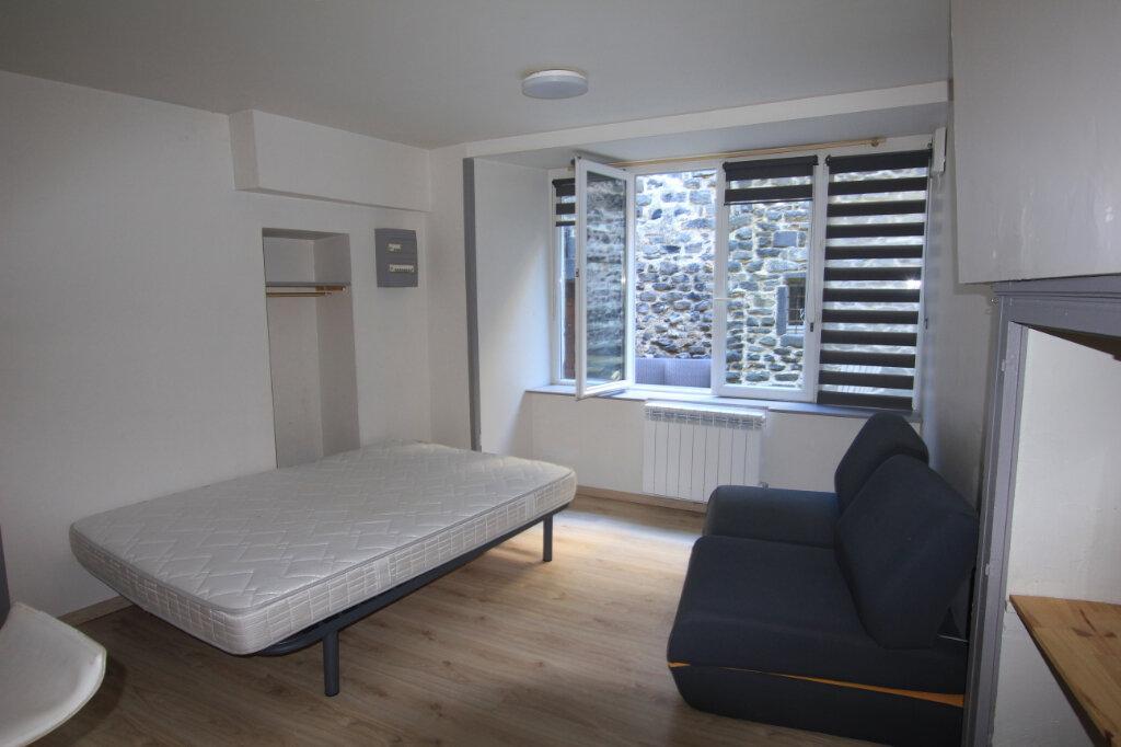 Appartement à louer 1 22.5m2 à Saint-Flour vignette-1
