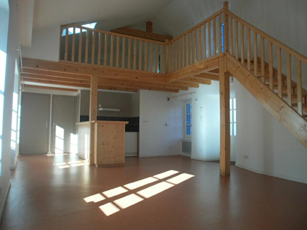 Appartement à louer 4 79.4m2 à Saint-Flour vignette-1