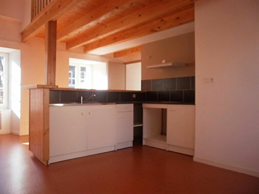 Appartement à louer 4 79.4m2 à Saint-Flour vignette-2