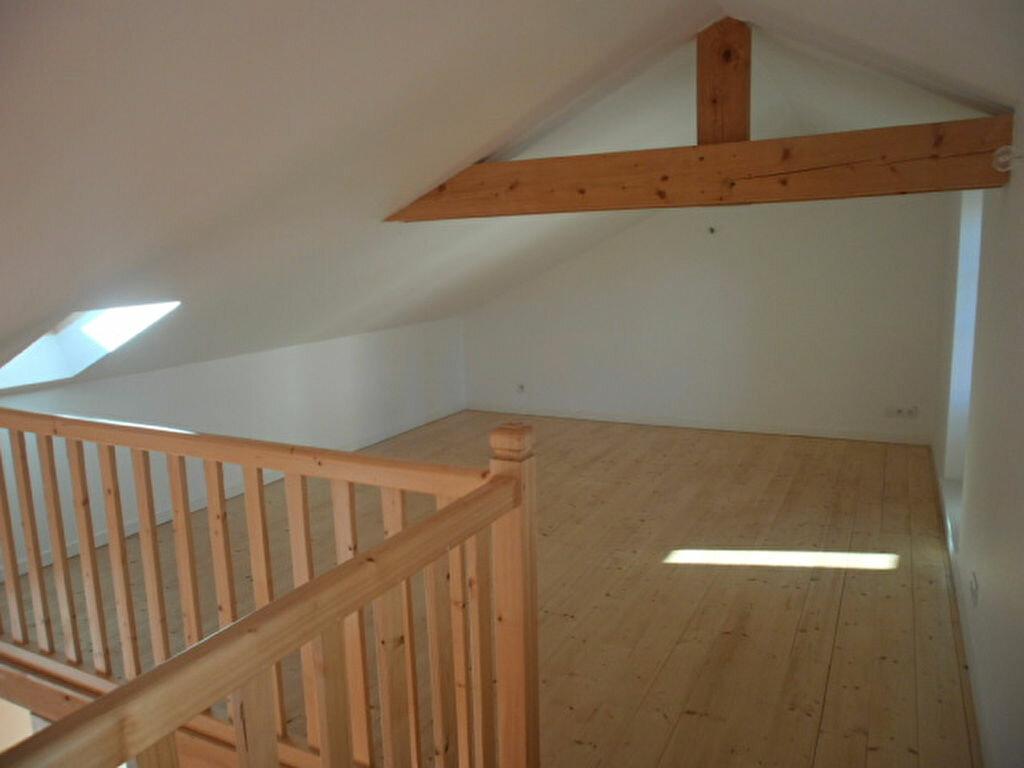 Appartement à louer 4 79.4m2 à Saint-Flour vignette-3