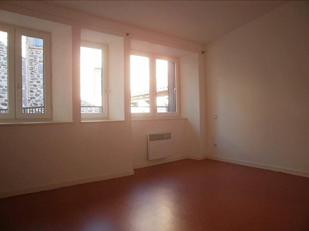 Appartement à louer 4 79.4m2 à Saint-Flour vignette-5