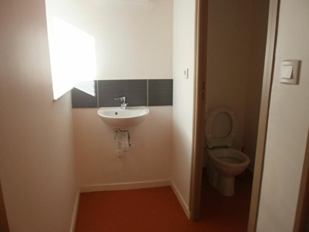 Appartement à louer 4 79.4m2 à Saint-Flour vignette-6
