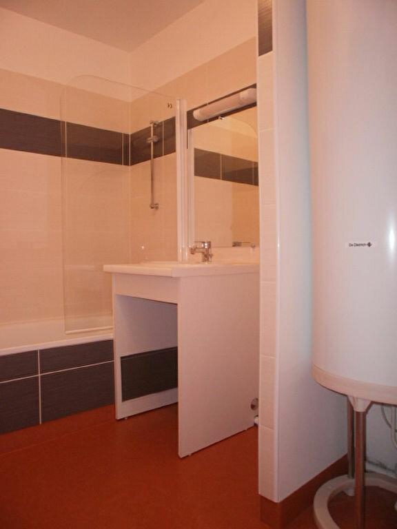 Appartement à louer 4 79.4m2 à Saint-Flour vignette-7