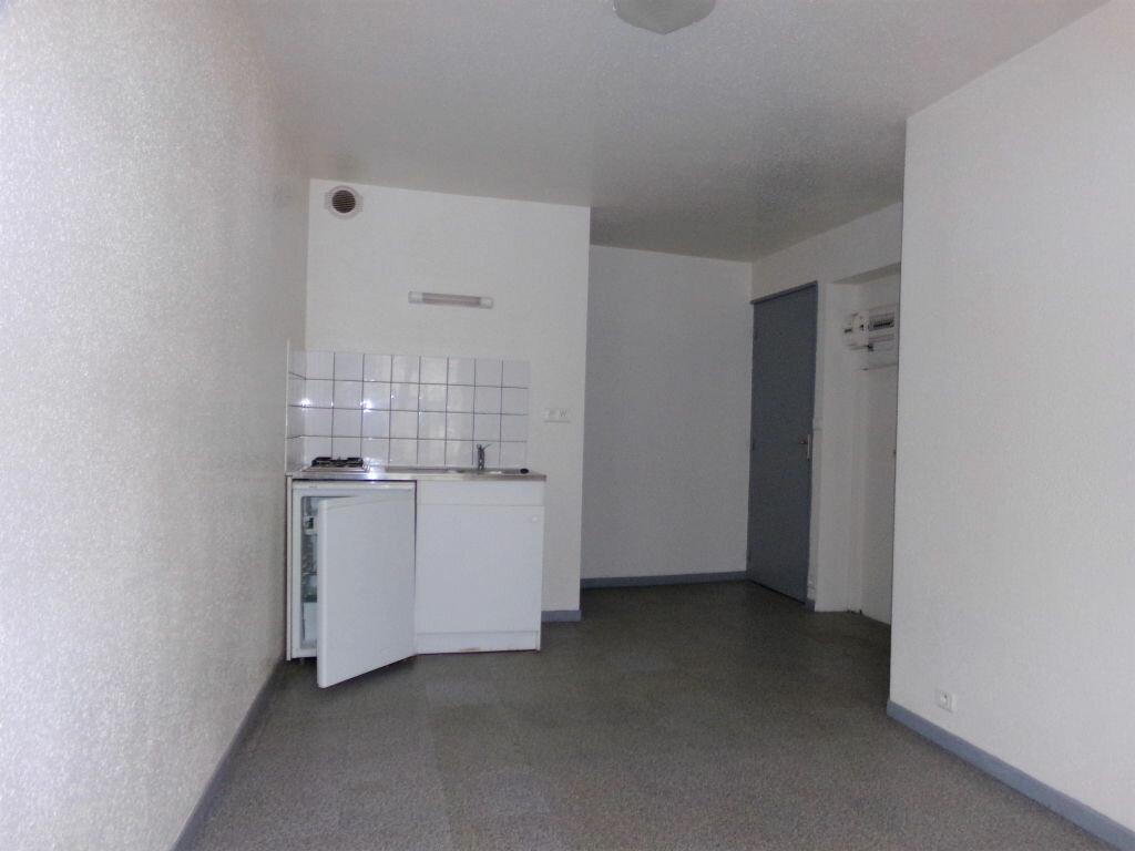 Appartement à louer 2 23.72m2 à Saint-Flour vignette-1