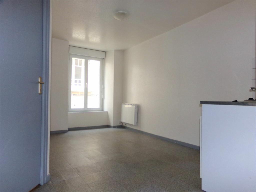Appartement à louer 2 23.72m2 à Saint-Flour vignette-2