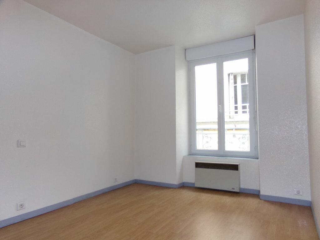 Appartement à louer 2 23.72m2 à Saint-Flour vignette-3