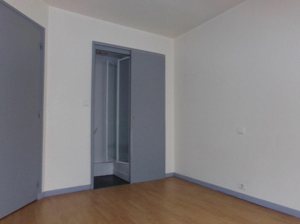Appartement à louer 2 23.72m2 à Saint-Flour vignette-4