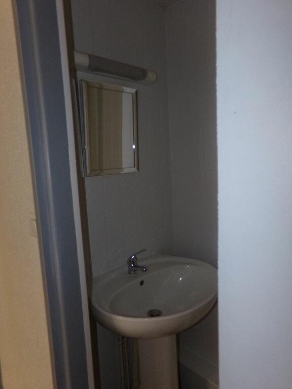 Appartement à louer 2 23.72m2 à Saint-Flour vignette-5