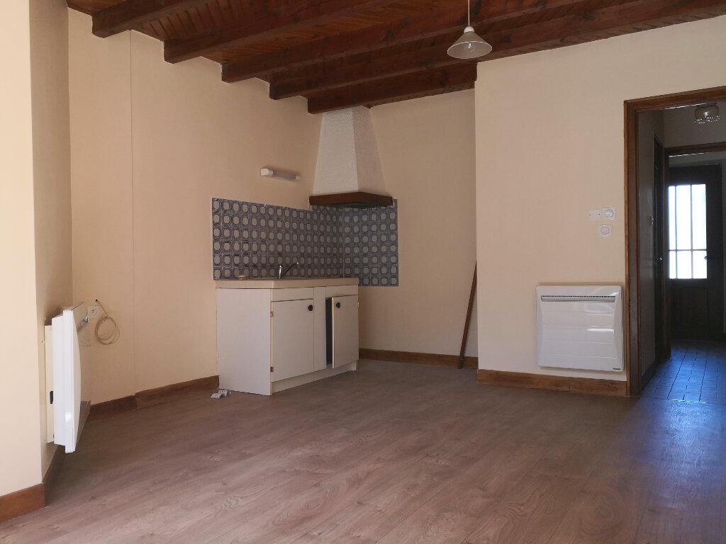 Appartement à louer 1 23m2 à Saint-Flour vignette-2