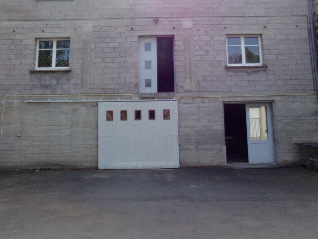 Stationnement à louer 0 130m2 à Saint-Flour vignette-1