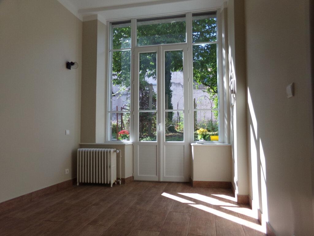 Appartement à louer 3 97.2m2 à Saint-Flour vignette-5