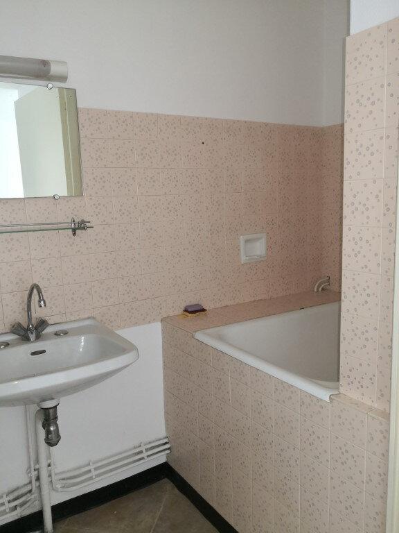 Appartement à louer 1 28.2m2 à Saint-Flour vignette-3