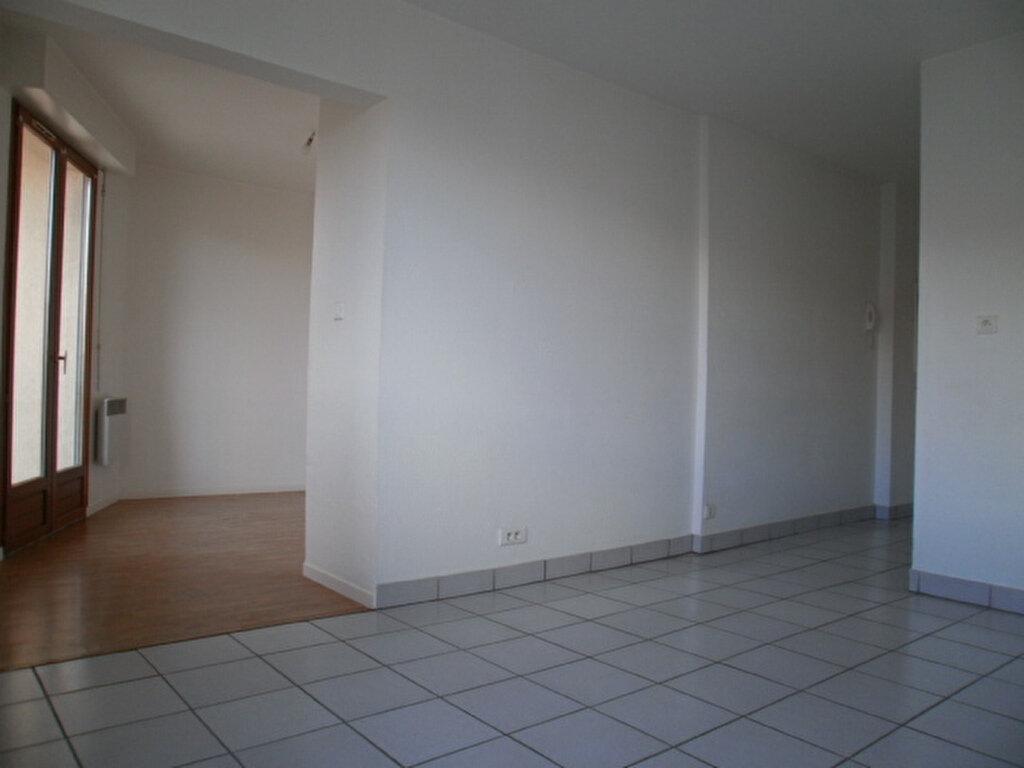 Appartement à louer 1 30.5m2 à Saint-Flour vignette-1