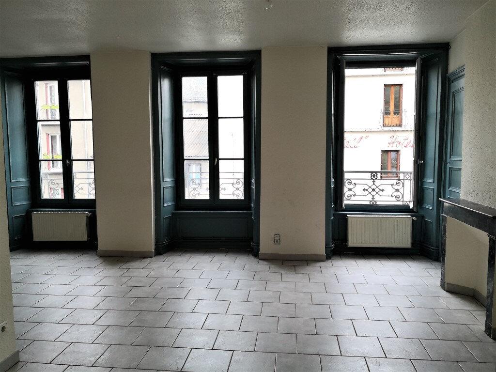 Appartement à louer 3 60m2 à Saint-Flour vignette-1