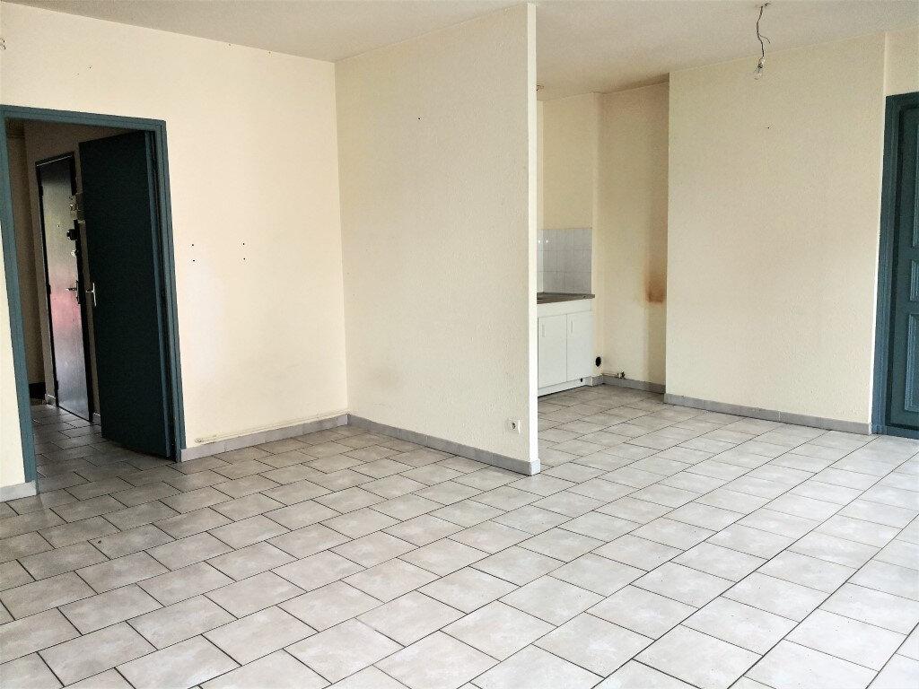 Appartement à louer 3 60m2 à Saint-Flour vignette-2