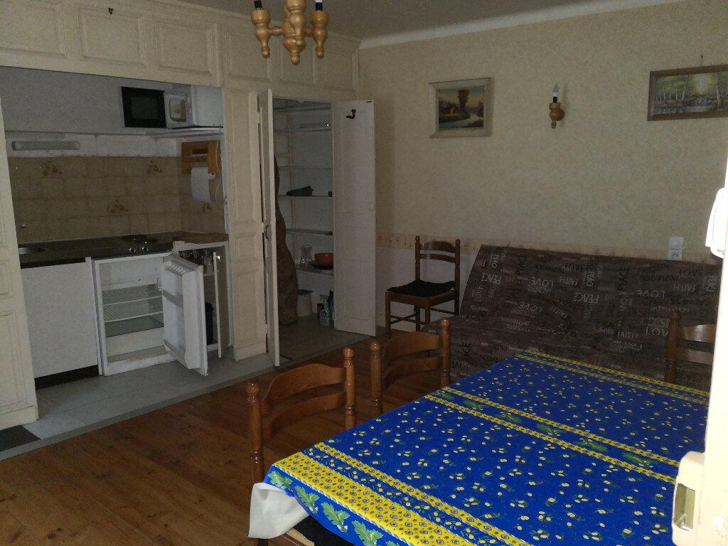 Appartement à louer 1 23.2m2 à Saint-Flour vignette-1