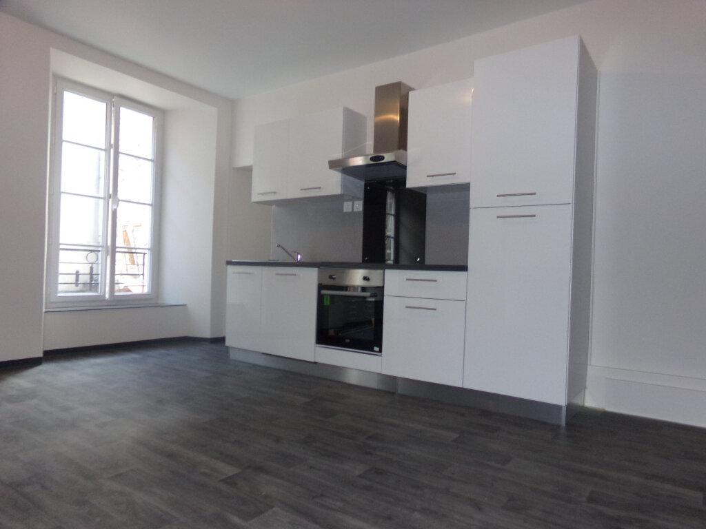 Appartement à louer 5 114.9m2 à Saint-Flour vignette-1