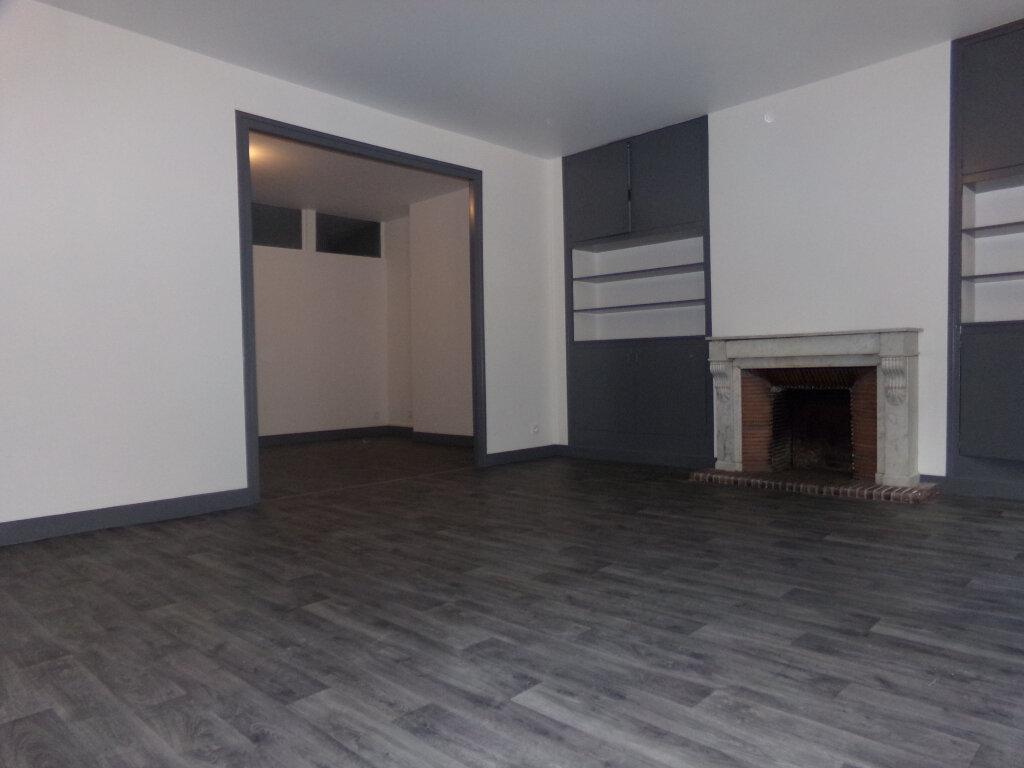 Appartement à louer 5 114.9m2 à Saint-Flour vignette-2