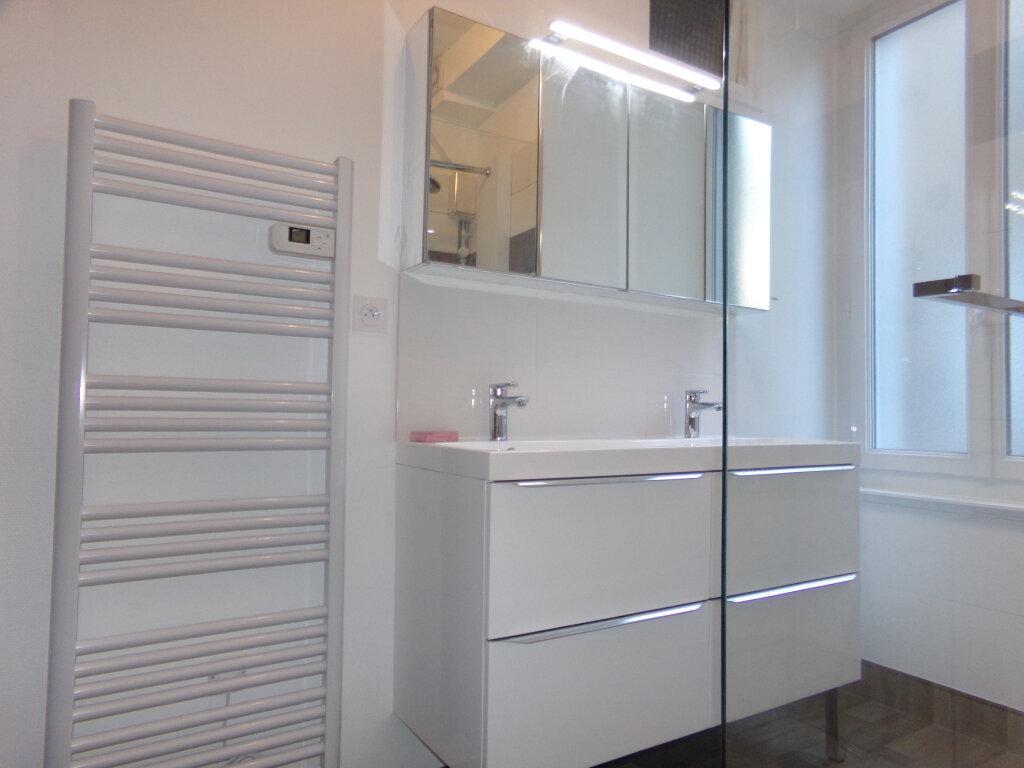 Appartement à louer 5 114.9m2 à Saint-Flour vignette-5