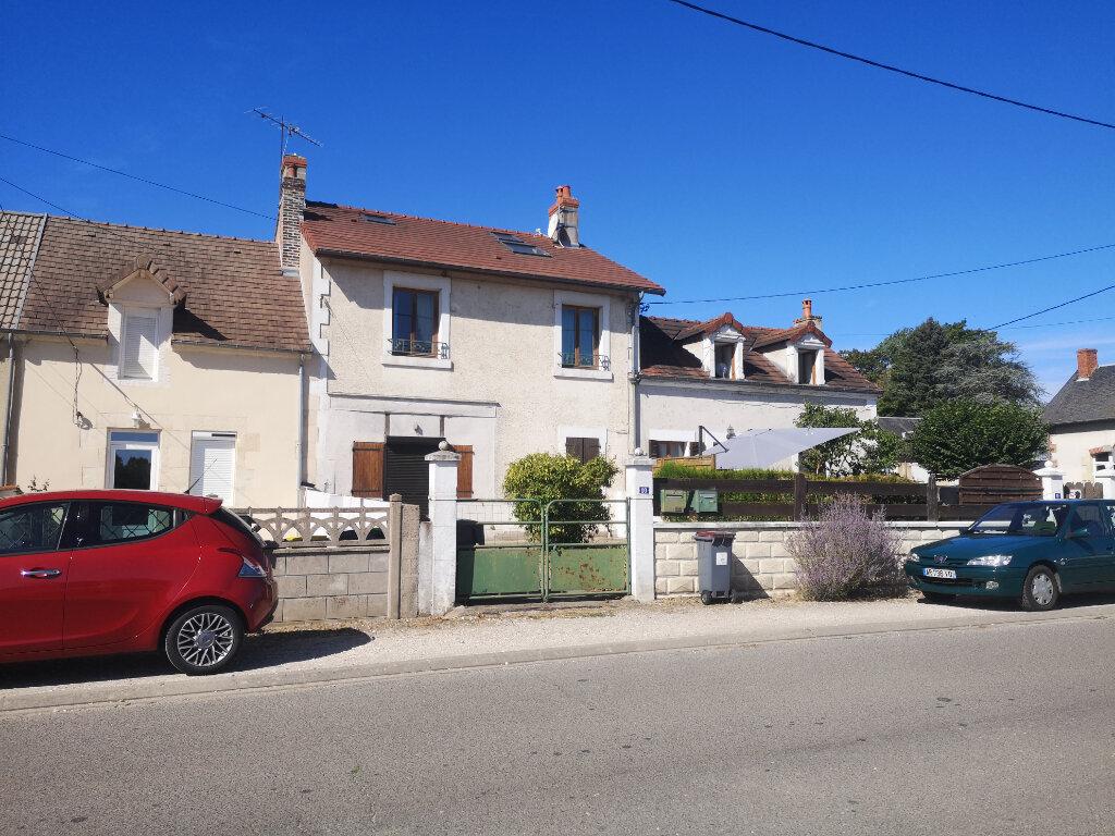 Appartement à louer 4 70m2 à Marseilles-lès-Aubigny vignette-1