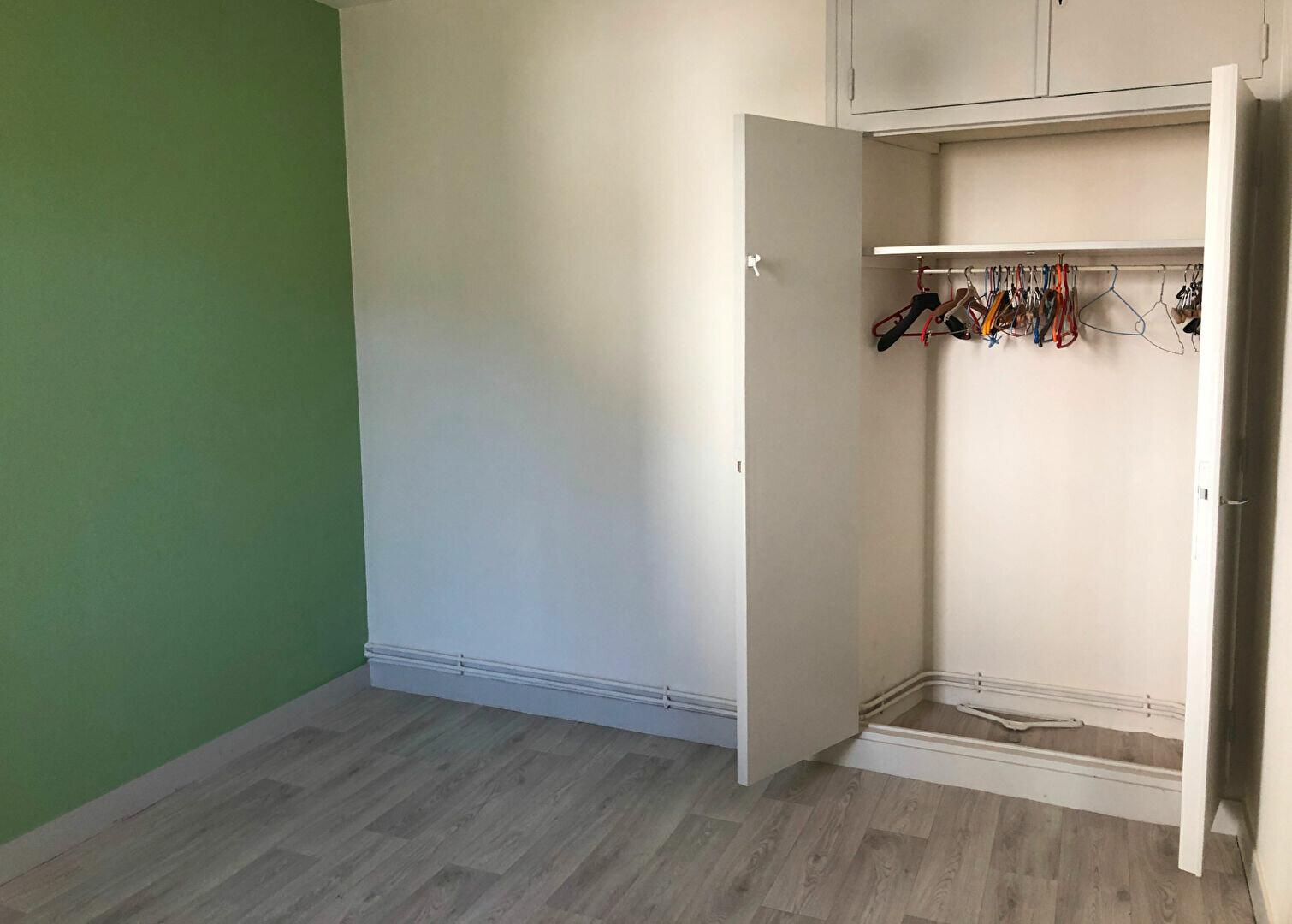 Appartement à louer 2 35m2 à Nevers vignette-1