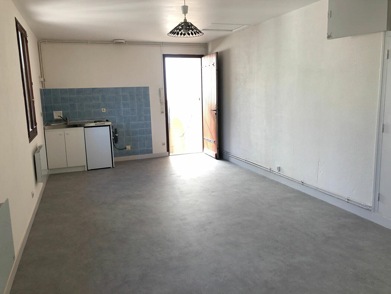 Appartement à louer 2 35m2 à Nevers vignette-2