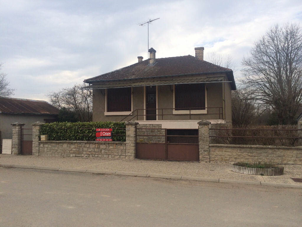 Maison à louer 3 65m2 à Avril-sur-Loire vignette-1