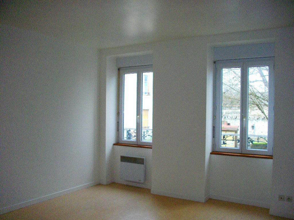 Appartement à louer 2 35m2 à Vierzon vignette-2