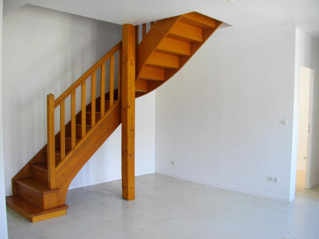 Appartement à louer 3 45.55m2 à Vierzon vignette-4